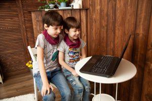 Iskolabezárás idején különböző korú gyerekek is tanulhatnak együtt.